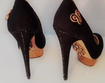 """Pumps Shoes Buty Schuhe """"Monsignore at the court of Louis XIV"""" Soutache Sutasz Fleur de Lys Lily Lilia Lilie Statement"""