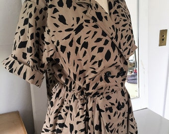 Vintage Animal Print dress Size 10 Petite MADE in USA. Wrap style.