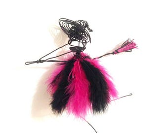 Witch wire pink and black feathers