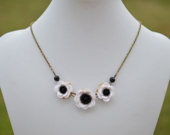 Black and White Anemone/Poppy Trio Flower necklace, Three Black White Anemone/Poppy Necklace, Black and White Necklace Jewelry.