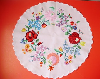 Vintage,Hungarian handmade embroidery doily,centerpice Kalocsa flower pattern