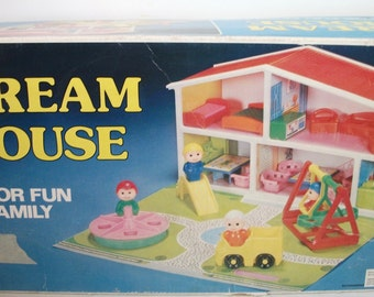 Vintage Dream House For Fun Family Playhouse similar to Little People figures Dollhouse