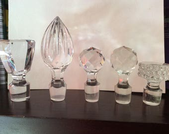 Caps for perfume bottles or decanters