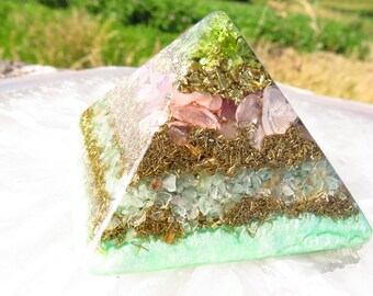 Orgonite® Orgone Pyramid (Heart Chakra) - FREE WORLDWIDE SHIPPING!