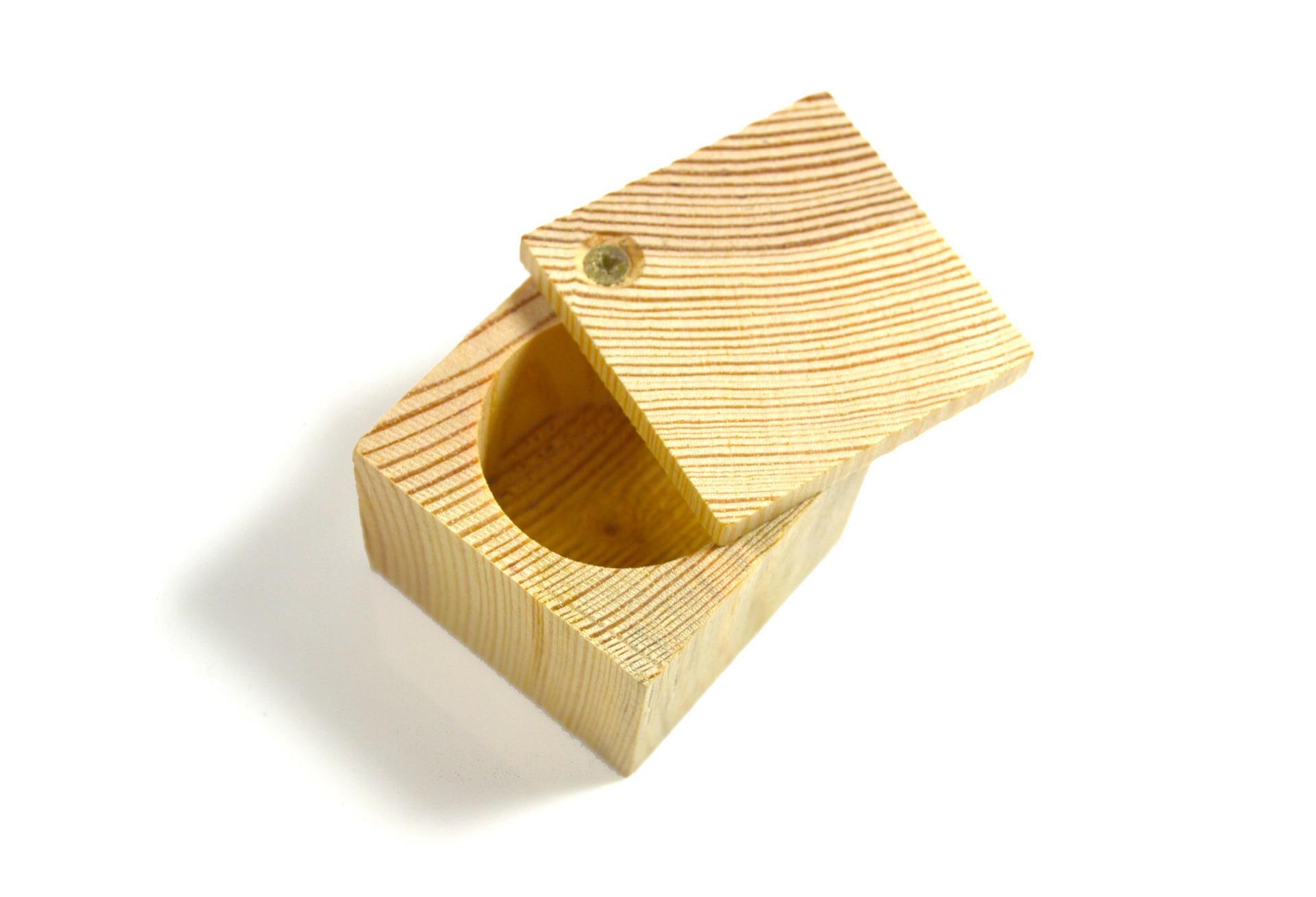 boite carr e en bois avec couvercle pivotant a d corer ou. Black Bedroom Furniture Sets. Home Design Ideas