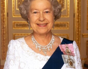Queen Elizabeth II 8 x 10 / 8x10 GLOSSY Photo Picture