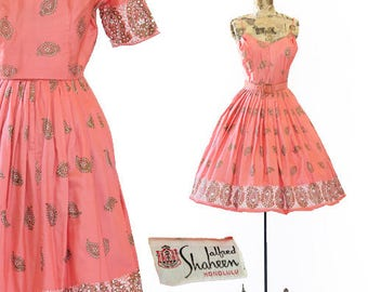 Vtg 50s Alfred Shaheen Hawaiian dress | Coral Pink Tiki hand painted SARI PAISLEY dress