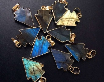 Wholesale Colorful Petite Labradorite Arrowhead Pendant with 24k Gold Electroplated Cap and Bail - AAAA Quality Labradorite Charm (S85B9-03)