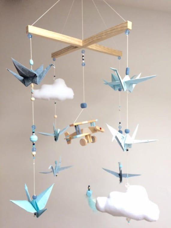 mobile b b bois origamis bleu et blanc personnalis. Black Bedroom Furniture Sets. Home Design Ideas