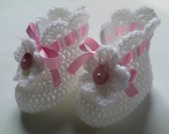 Crochet Baby Booties gift baby satin ribbon white pink flower button