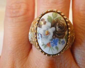 vintage goldtone ring with flowers