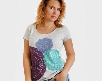Grey t-shirt  with colorful vintage crochet doilies applique- size L