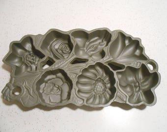 Vintage NOS John Wright Beautiful Cast Iron Flower Muffin Pan 7 Cup Muffin Baking Pan 90's Era