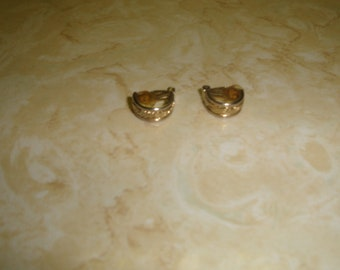 vintage clip on earrings goldtone ribbed half hoops