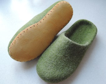 Felt slippers/ slipper shoes/ felted slippers/  home shoes women/  Woolen clogs/ natural wool mules