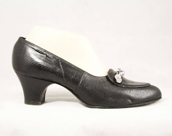 Size 8.5 Shoes - Black Leather 1960s Pumps with Winged Beadwork - 50s 60s Reptile Heels - Chic Deadstock - Size 8 1/2 C Wide Width - 48910