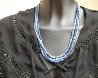 three rows, facetés(3à 5millimètres) sapphires monochrome necklace. AAA.