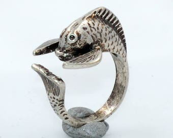 Silver toned Fish Ring Size 6