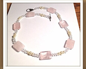 Handmade MWL rose quartz and pearl necklace. 0258