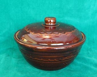Vtg Mar-Crest USA Stoneware COVERED CASSEROLE Bean Pot Ovenware Brown Glaze MarCrest Mar Crest