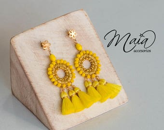 Yellow embroidered earrings with gold plate and 3 specks