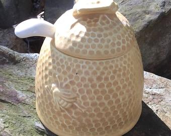 Honey pot, toffee, beige, matte, honey bee, bee hive, bee skeep, dining, serving, kitchen
