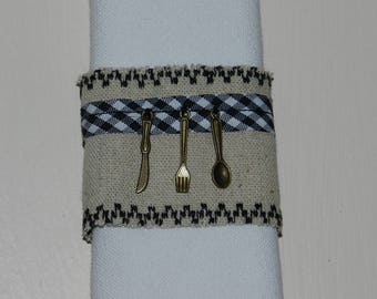 "set of 2 napkin rings ""On A table!"" linen"