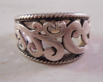 Sterling Silver Ring Floral Pattern Singed CW Size 7