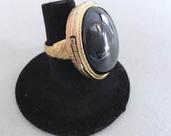 Poison Ring, Vintage Jewelry, Vintage Ring, Avon Ring, Big Hematite Ring, Adjustable 1970s Ring, Locket Ring, Black and Gold, 70s Jewelry
