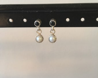 Mini onyx and pearl dangle earring
