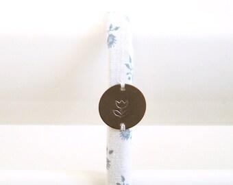 Crochet tissu vintage Blanc Fleurs Bleues Porcelaine // Patère Fille Femme Salle de bain Peignoir Serviettes Pyjama Bijoux // CRO10