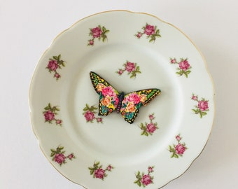 Butterfly White Display Plate 3D Sculpture with Pink Green Rose Flower Design for Wall Decor Birthday Wedding Anniversary Friendship Gift
