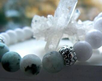 White jade jasper stretch bracelet- White gray gemstone bracelet- Natural blue gemstone bracelet-boho jewelry- Fashion accessory-Women gift