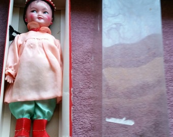 Vintage Chinese Doll in traditional Costume and Box