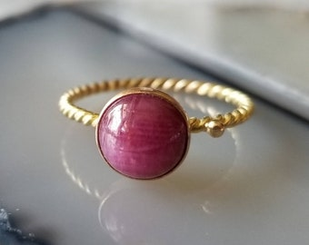 14k gold twist ruby cabochon ring, size 7