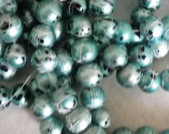 50 glass beads 8 mm Green painted a bomb with black
