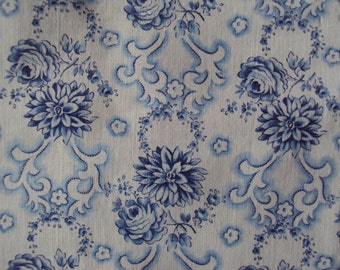 Beautiful Faded Vintage Cotton Fabric Blue Roses Rosebuds Chrysanthemums Pillows Patchwork Quilting Lavender Bags Feedsack