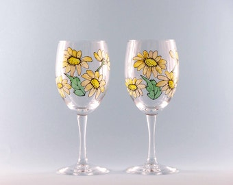 Hand Painted Daisy Wine Glasses - Hand Painted Wine Glasses  For Spring - Hand Painted Wine Glasses - Set of Two