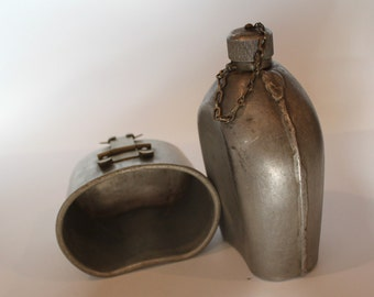 Metal Canteen, Military Canteen, WWI 1918 with Metal Holder, Cup