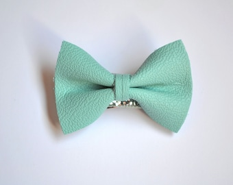 Vintage Jewelry Store Blue Leather Soft Clip Little Bow for Newborn Baby Child Little Girl Adult Photo Prop Adorable Spring Summer Pictures