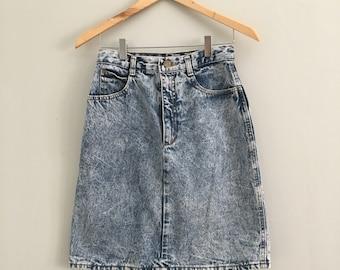 "FREE US SHIPPING | Vintage 80s Acid Wash Denim Mini Skirt | 26"" Waist"