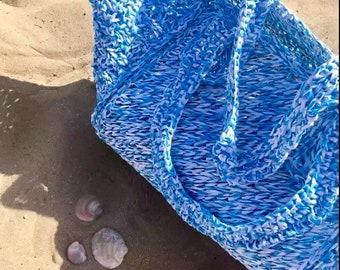 Sea bag in cellulose raffia, blue and white melange, crochet on the net, shoulder handles, light and washable