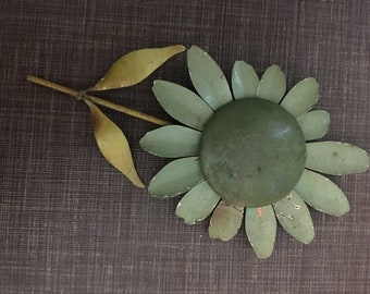 Metal green daisy vintage