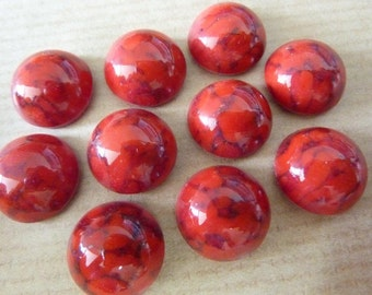 6 glass cabochons, 13mm, marbled red, round