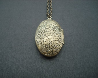 vintage two sided victorian style floral pattern oval locket - antique brass