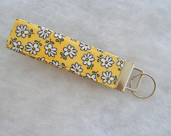 Key Fob wristlet - Yellow daisies