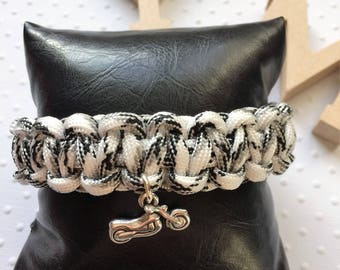 "Black and white Paracord Bracelet / / charm ""Motorcycle"""