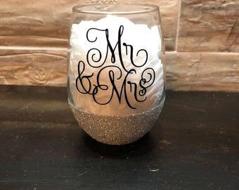 Mr & Mrs. Stemless wine glass