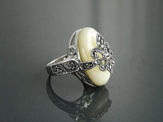 Fleur de Lys Ring, Silver 925, Marcasite Ring, MOP, French Vintage Traditional Jewelry, Lis Petals Symbol of Purity, Innocence and Virginity