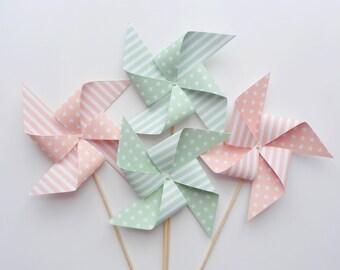 Ensemble de 4 moulins à vent décoratifs coloris pastels vert d'eau et rose saumoné, personnalisables